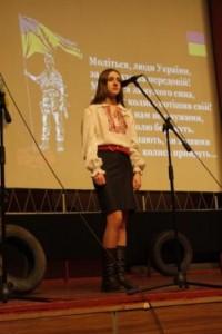 Ірина Кунець читає вірш С.Донець