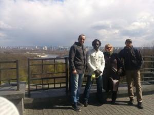 Студенти з Алжиру, Камеруну та Афганістану на екскурсії по місту.